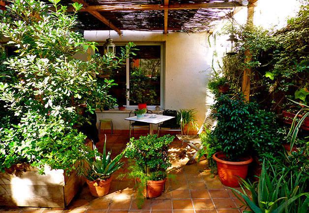 le joli petit jardin du caf liad simo. Black Bedroom Furniture Sets. Home Design Ideas