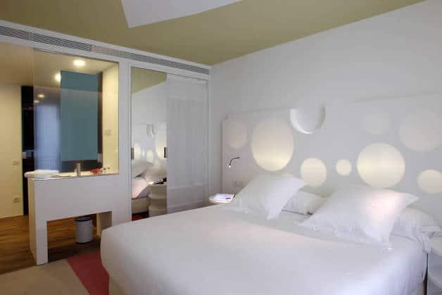 Room mate un h tel central et au charme avant gardiste for Hotel design a barcelone