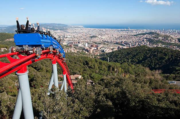 le tibidabo un parc d 39 attraction dominant tout barcelone. Black Bedroom Furniture Sets. Home Design Ideas