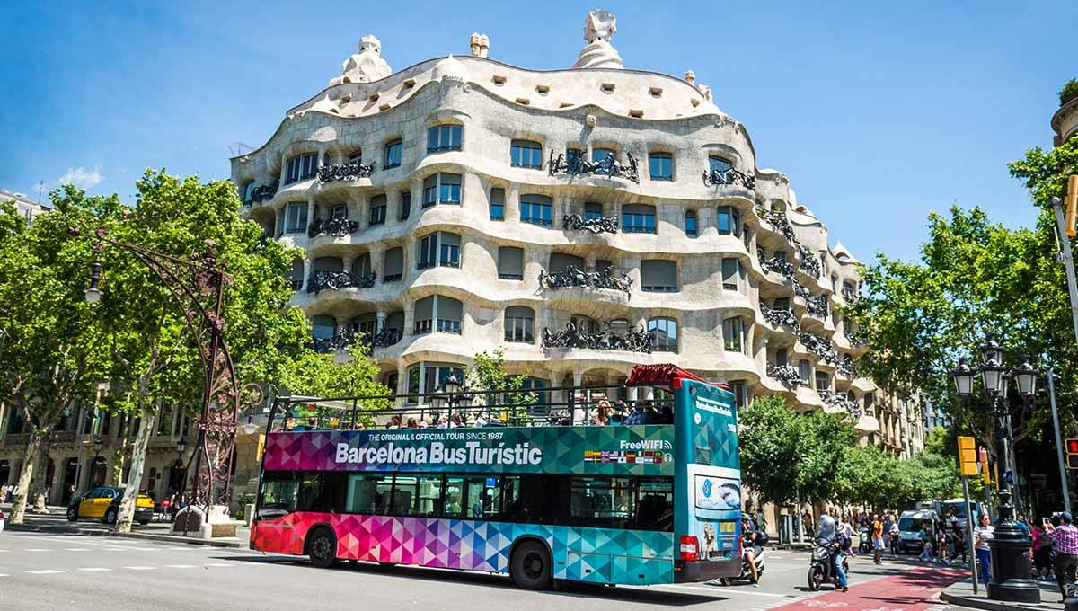 le bus touristique barcelone un moyen confortable et rapide de visiter la ville de gaud. Black Bedroom Furniture Sets. Home Design Ideas