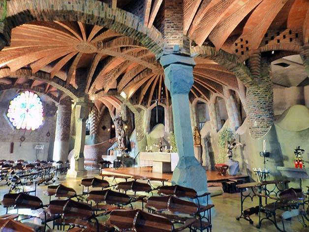 colonia-guell-interieur