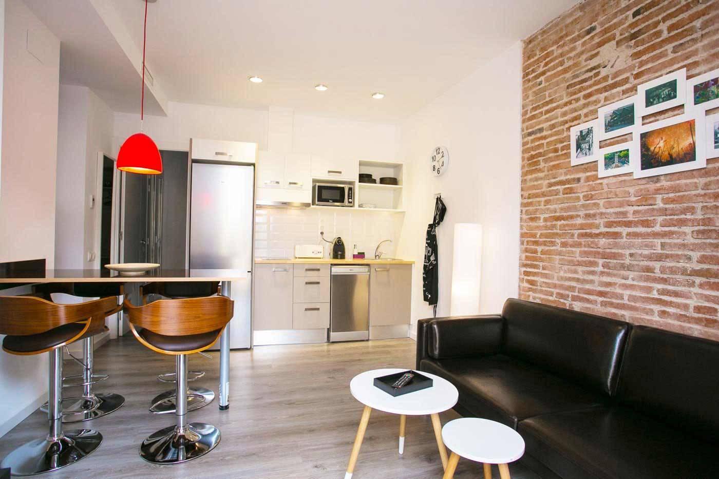 Les appartements deco sants fira des logements calmes et for Appartement deco bateau