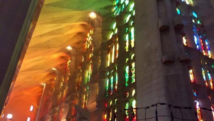 Que faire à Barcelone: admirer vitraux Sagrada Familia